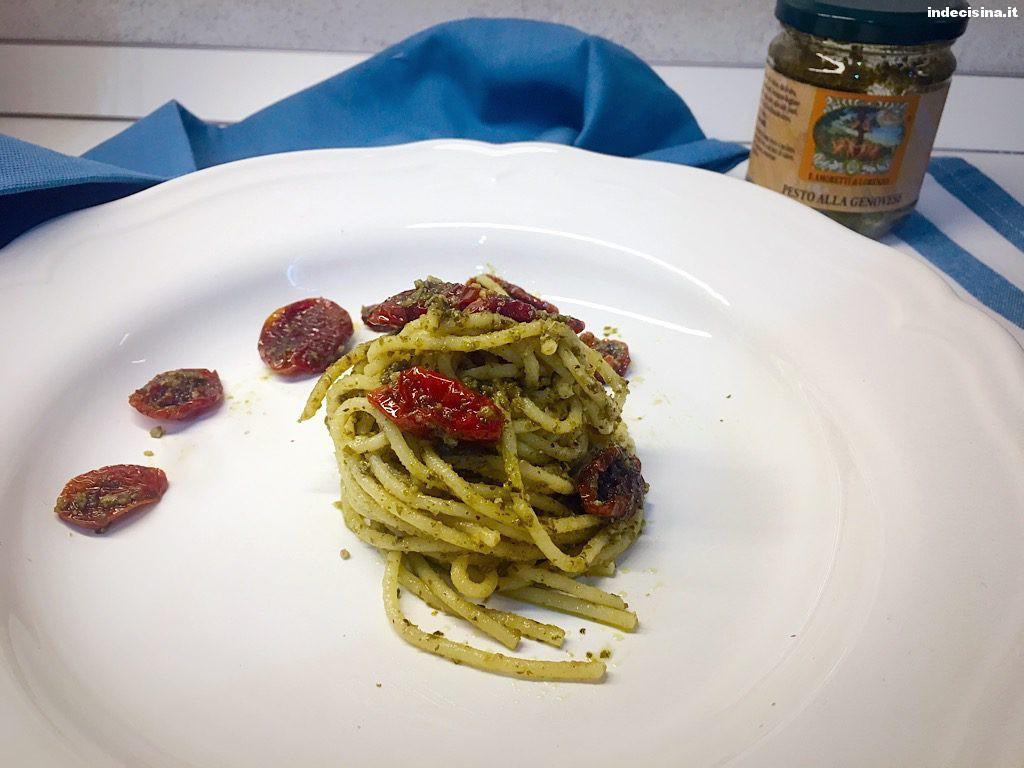 Spaghetti pesto e pomodori secchi